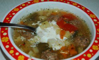 Суп с фрикадельками в мультиварке фото