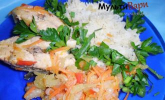 Тушеная горбуша с овощами и рисом фото