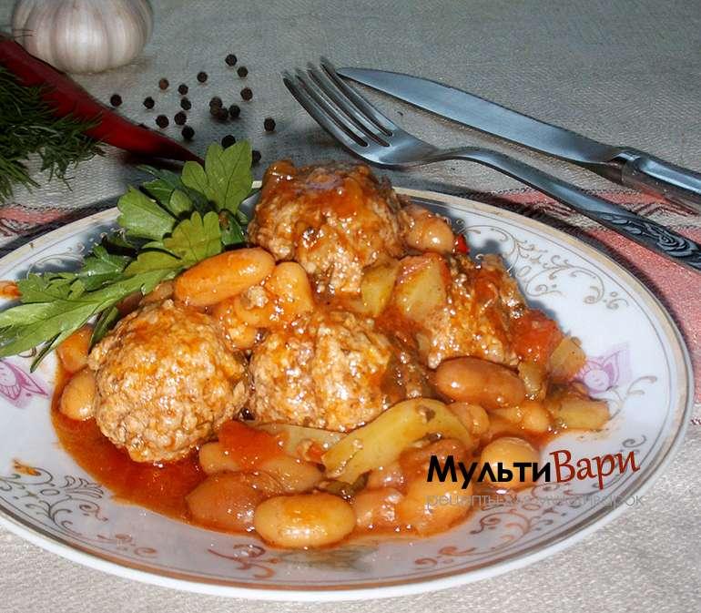 Мясные фрикадельки с фасолью под острым томатным соусом фото