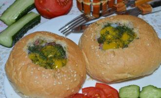 Горячие бутерброды с перепелиными яйцами фото