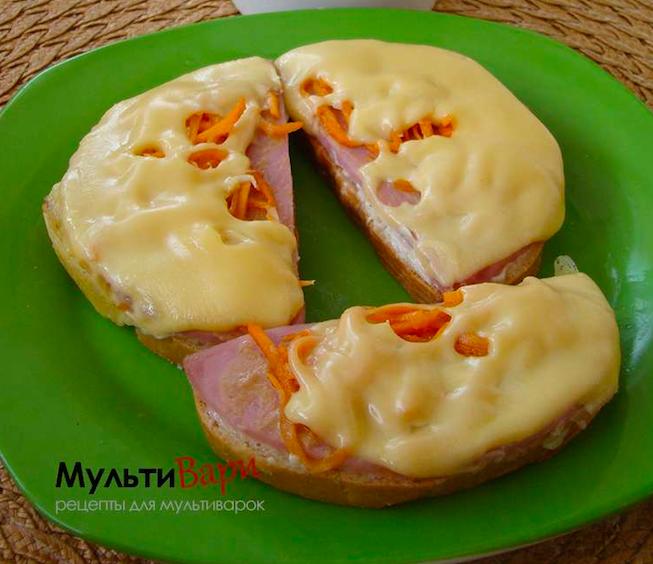 Горячие бутерброды с ветчиной, корейской морковкой и сыром Гауда фото