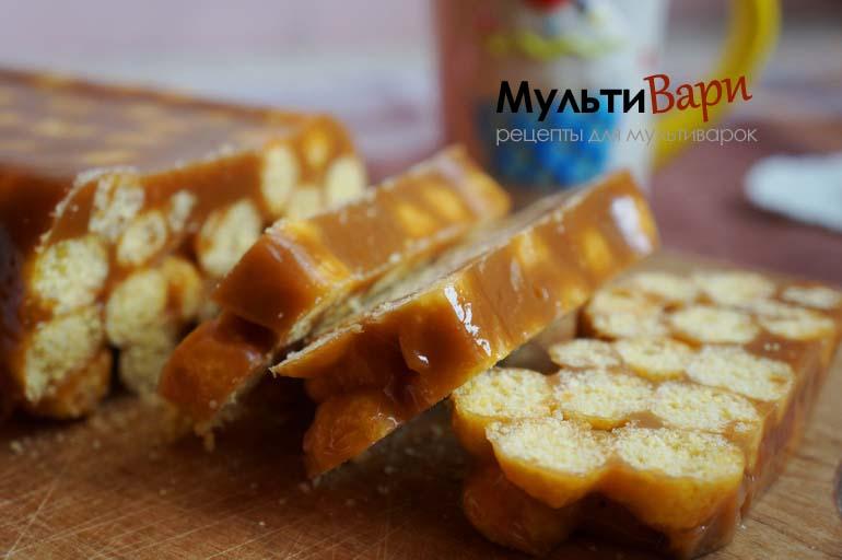 Сладкая колбаса из ирисок и кукурузных палочек в мультиварке фото