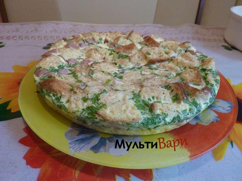 Омлет с колбасой и гренками фото