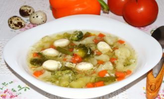Овощной суп с перепелиными яйцами фото