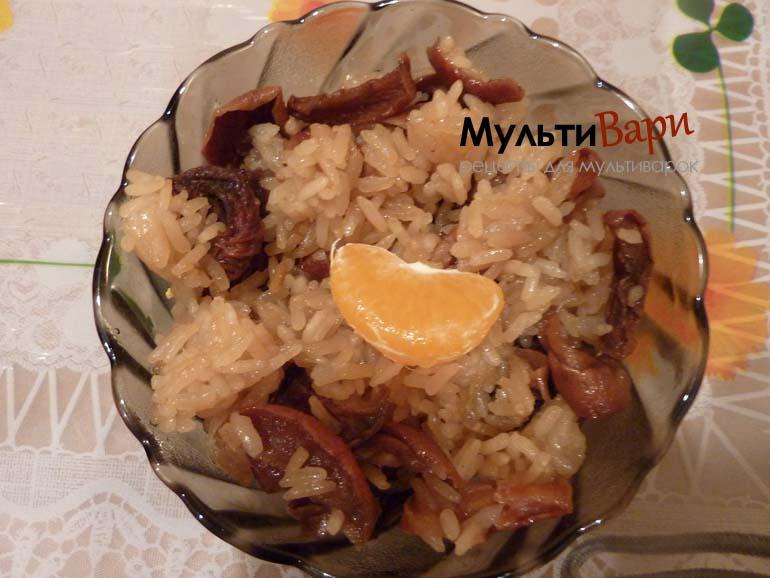 Сладкий плов или рисовая каша с сухофруктами фото