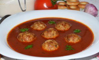 Томатный суп с фрикадельками фото