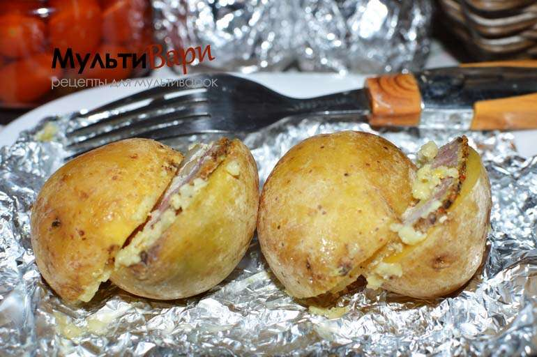 Запеченный картофель с салом в мультиварке фото