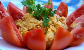 Тушеный картофель с помидорами фото