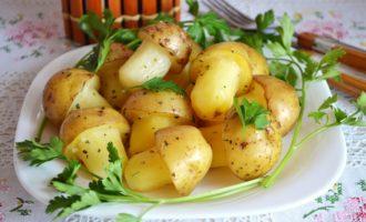 Запеченая картошка в форме грибов фото