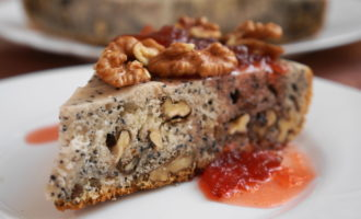 Пирог с маком и грецкими орехами фото