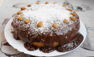 Пирог с кокосово-творожными шариками фото