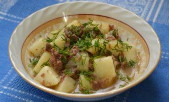 Тушеный картофель с тушенкой фото