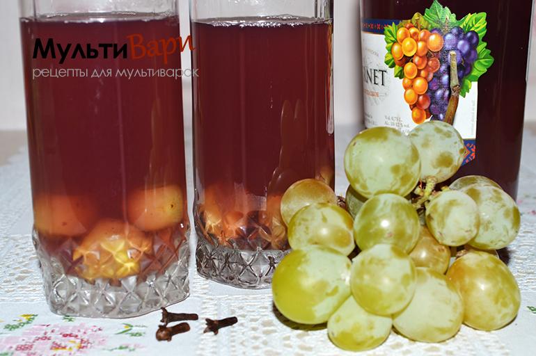 Виноградный компот с пряностями фото